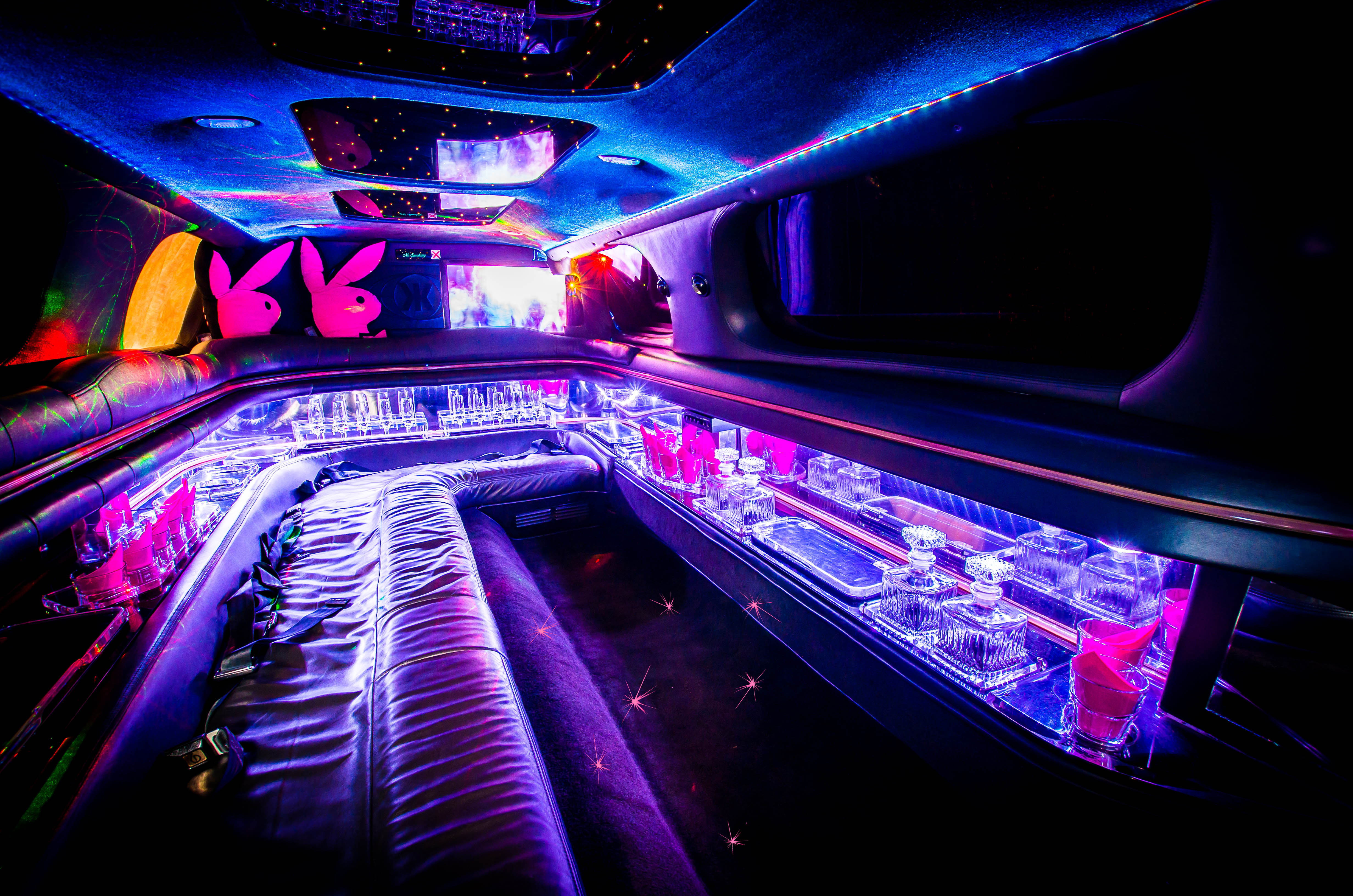 Limo-pink-Innenraum-Moonshine-Stretchlimousine-mit-Chauffeur