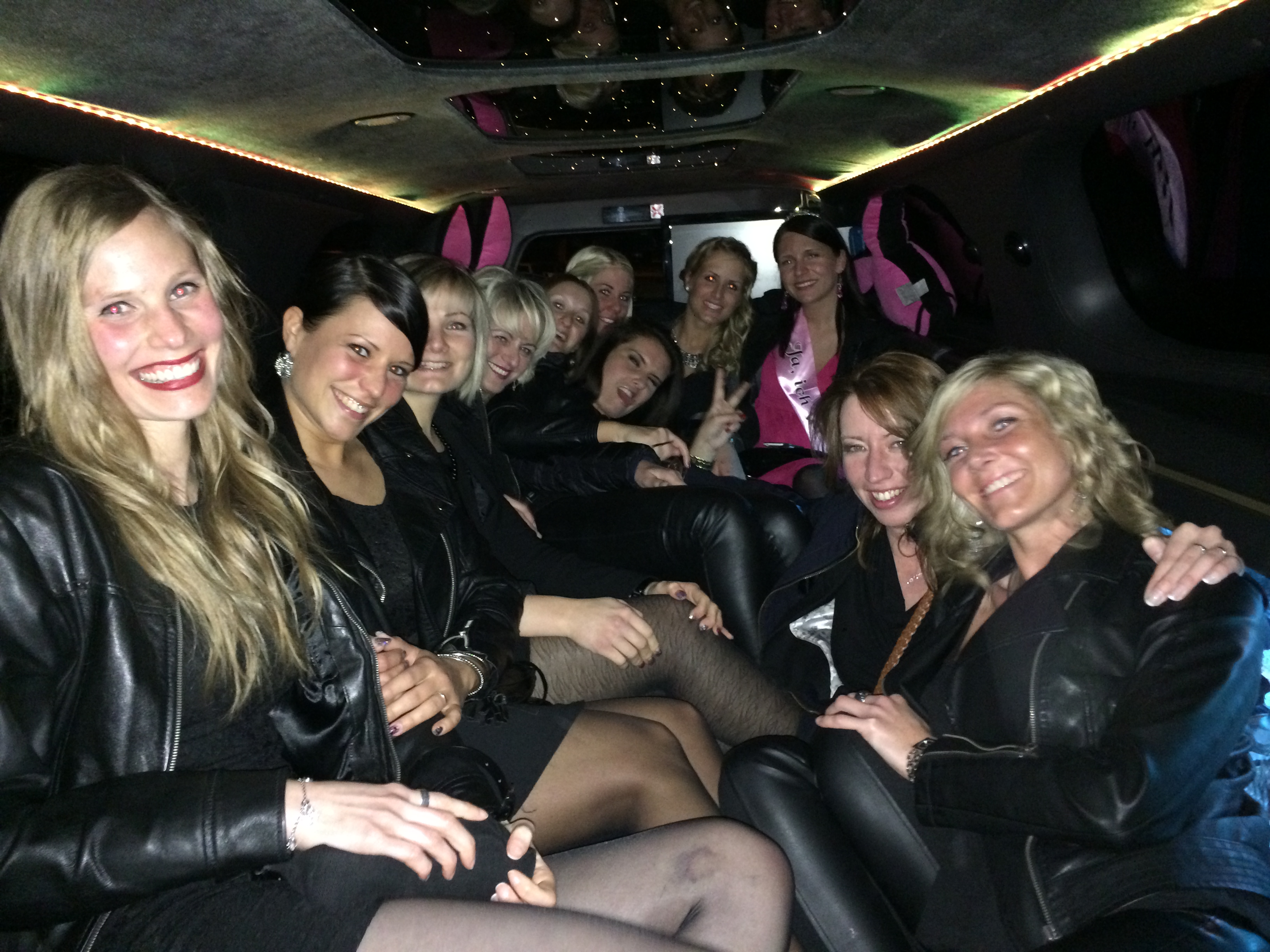 Stretchlimousine-Pink-mieten-Rosa-Limo-Partybus1